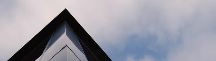 Detalle arquitectónico de un tejado