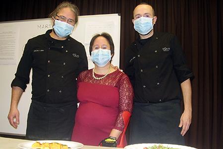 Los cocineros posando con Sheila